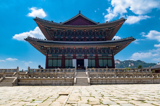 The main throne room at Gyeongbokgung (side view). Those old kings had style.